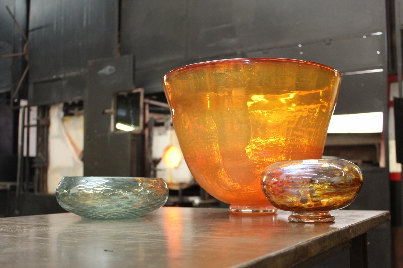 Beginning Glassblowing Bowls (4) (800x533)