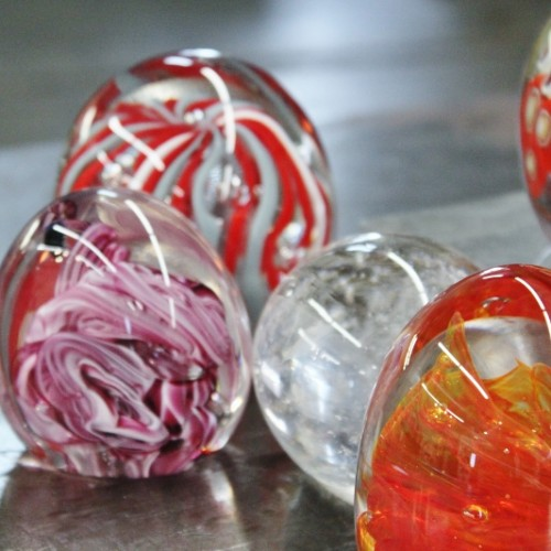 Beginning Glassblowing Paperweights (1) (800x533)
